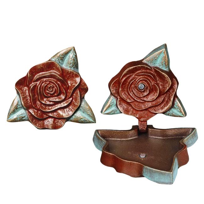 Bronze tombe roses