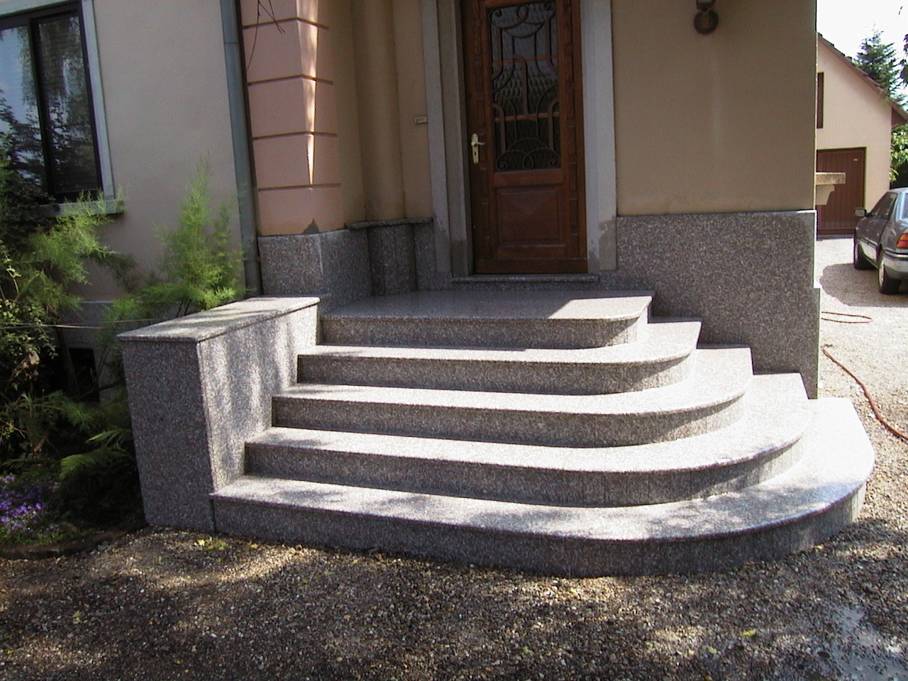 escalier pyramidale granit, escalier virage granit alsace