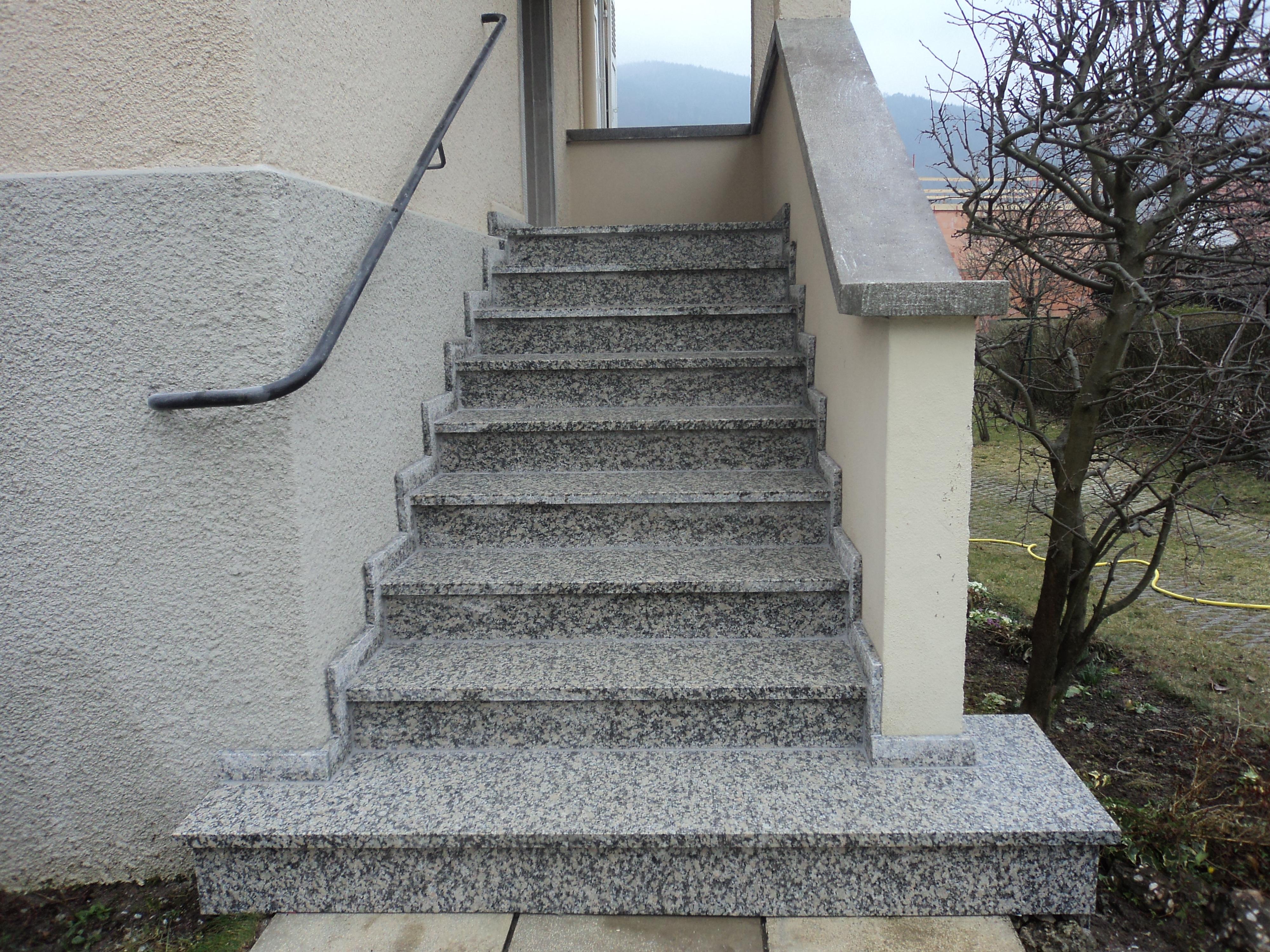 Escalier extérieur granit dans le secteur de Mulhouse