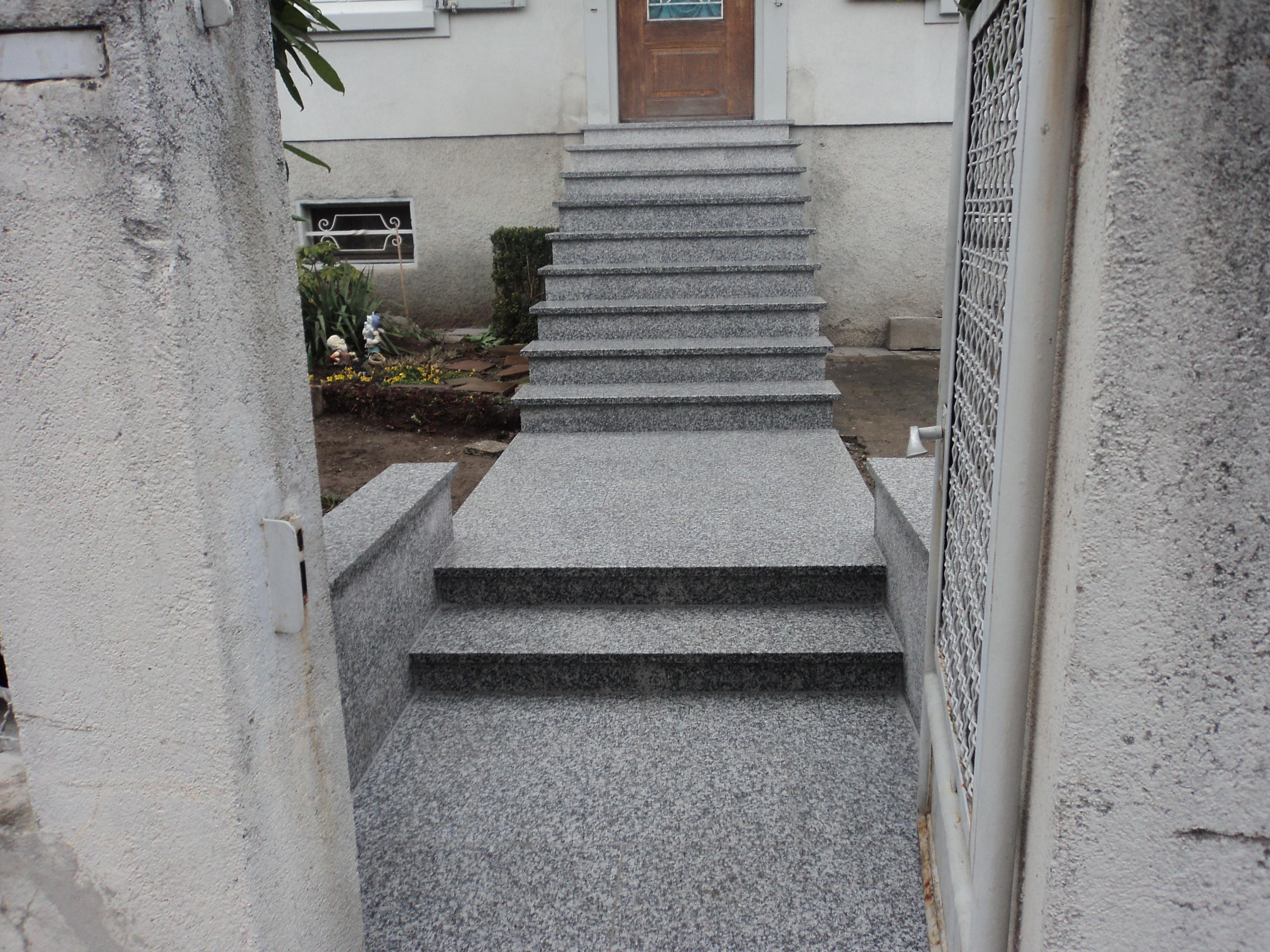 Escalier extérieur granit dans le secteur d' Ensisheim