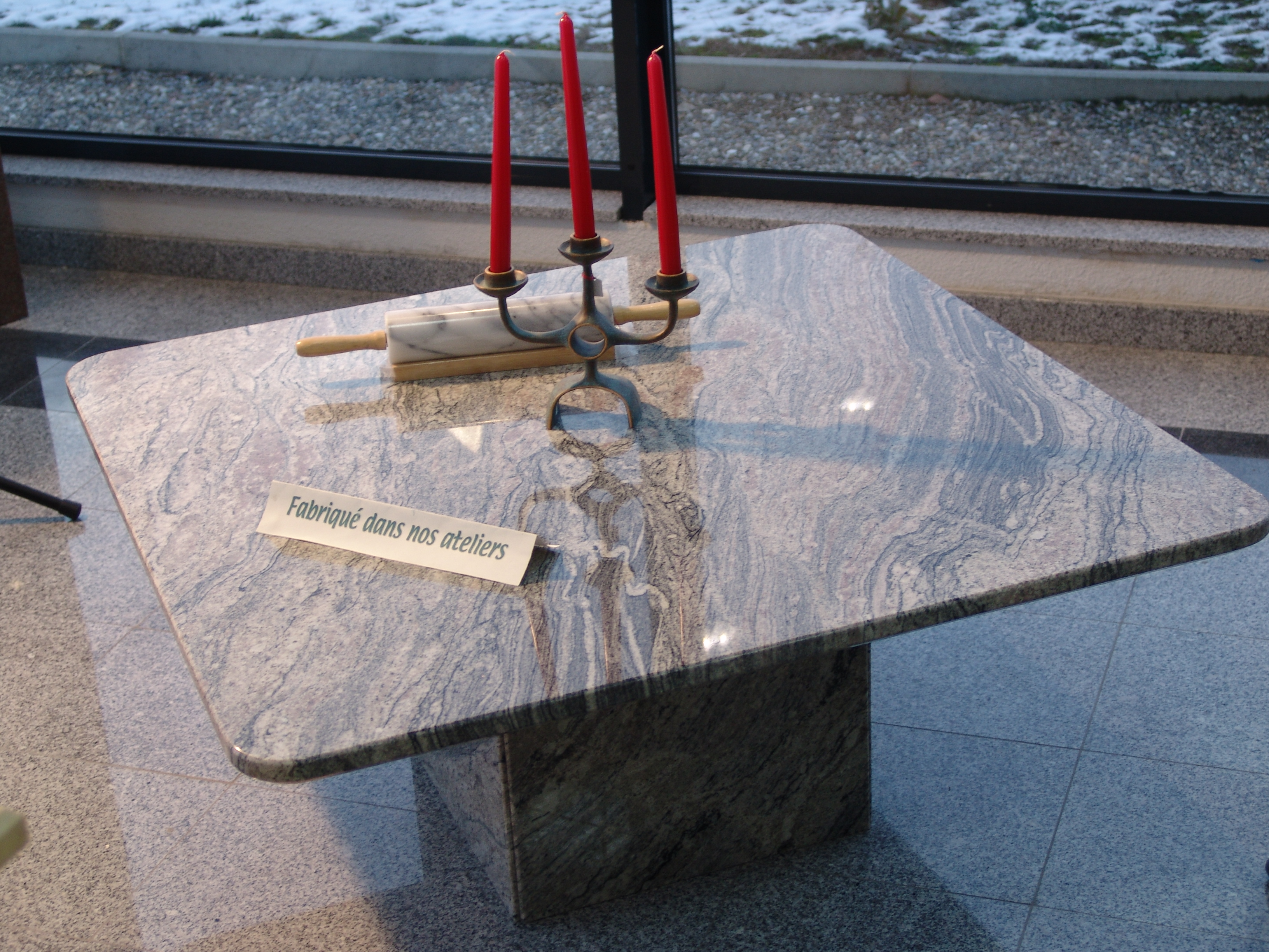 table sur mesure en granit