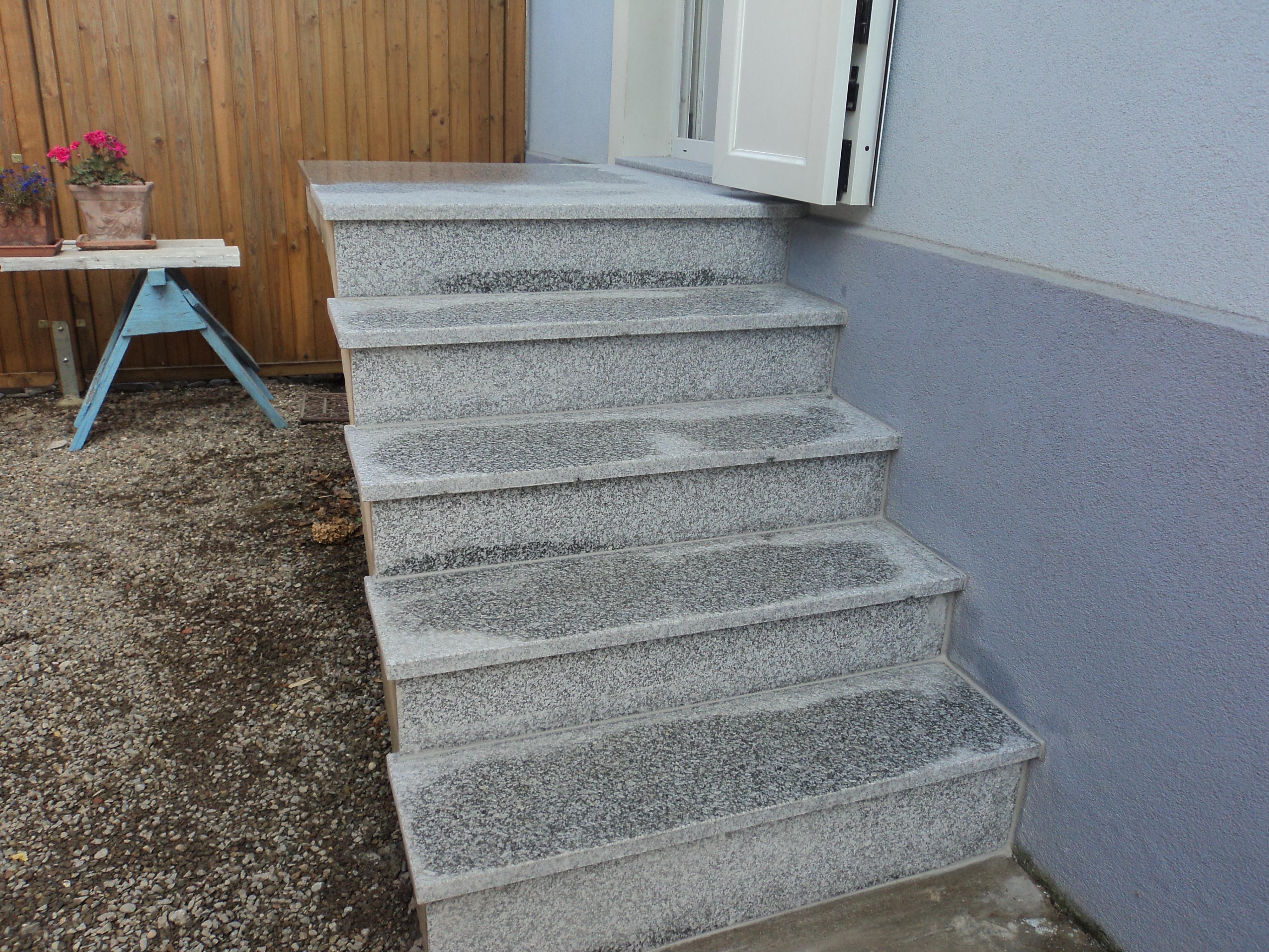 Escalier extérieur granit dans le secteur de Rouffach