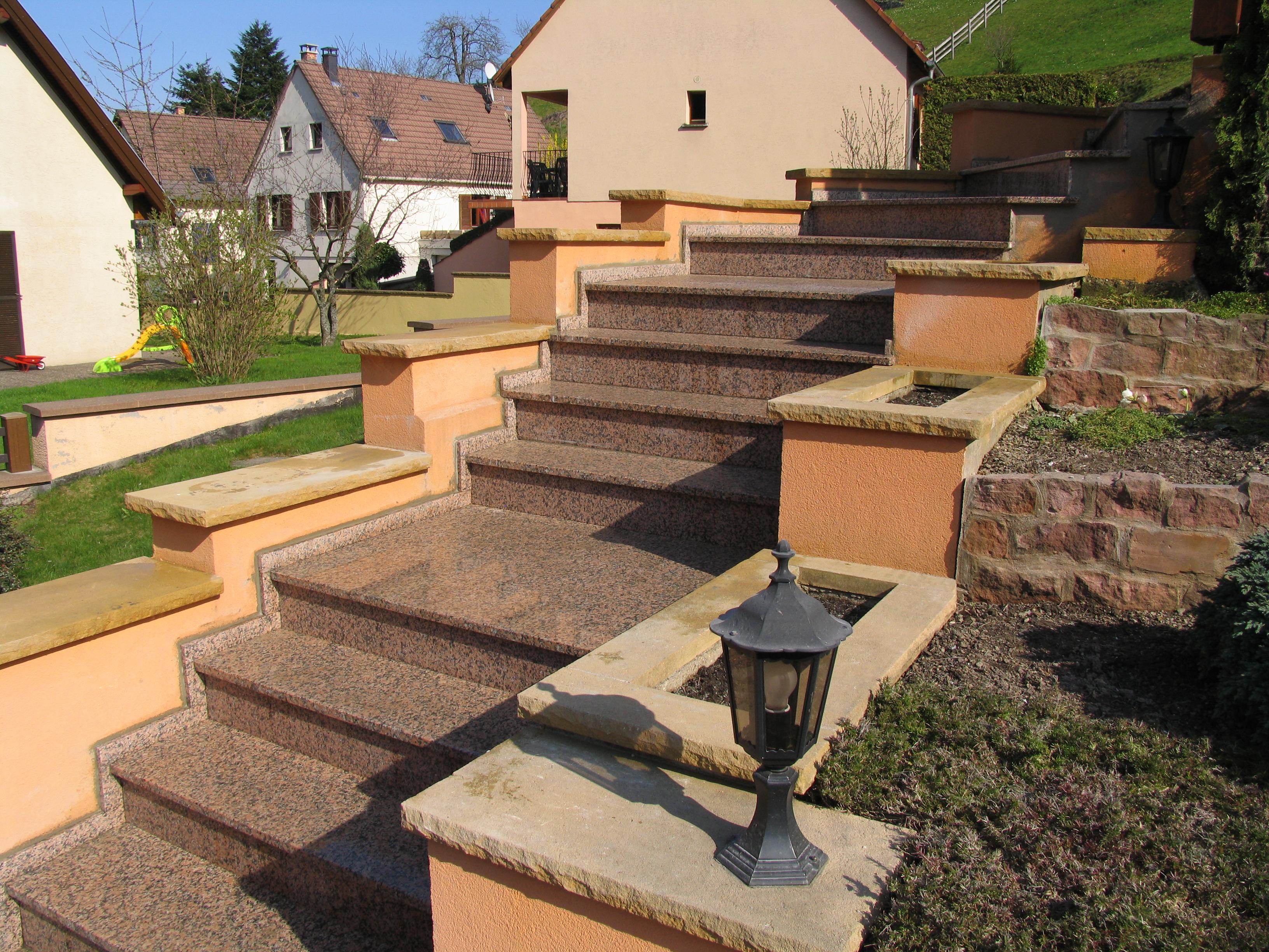 Escalier extérieur granit dans le secteur de Colmar