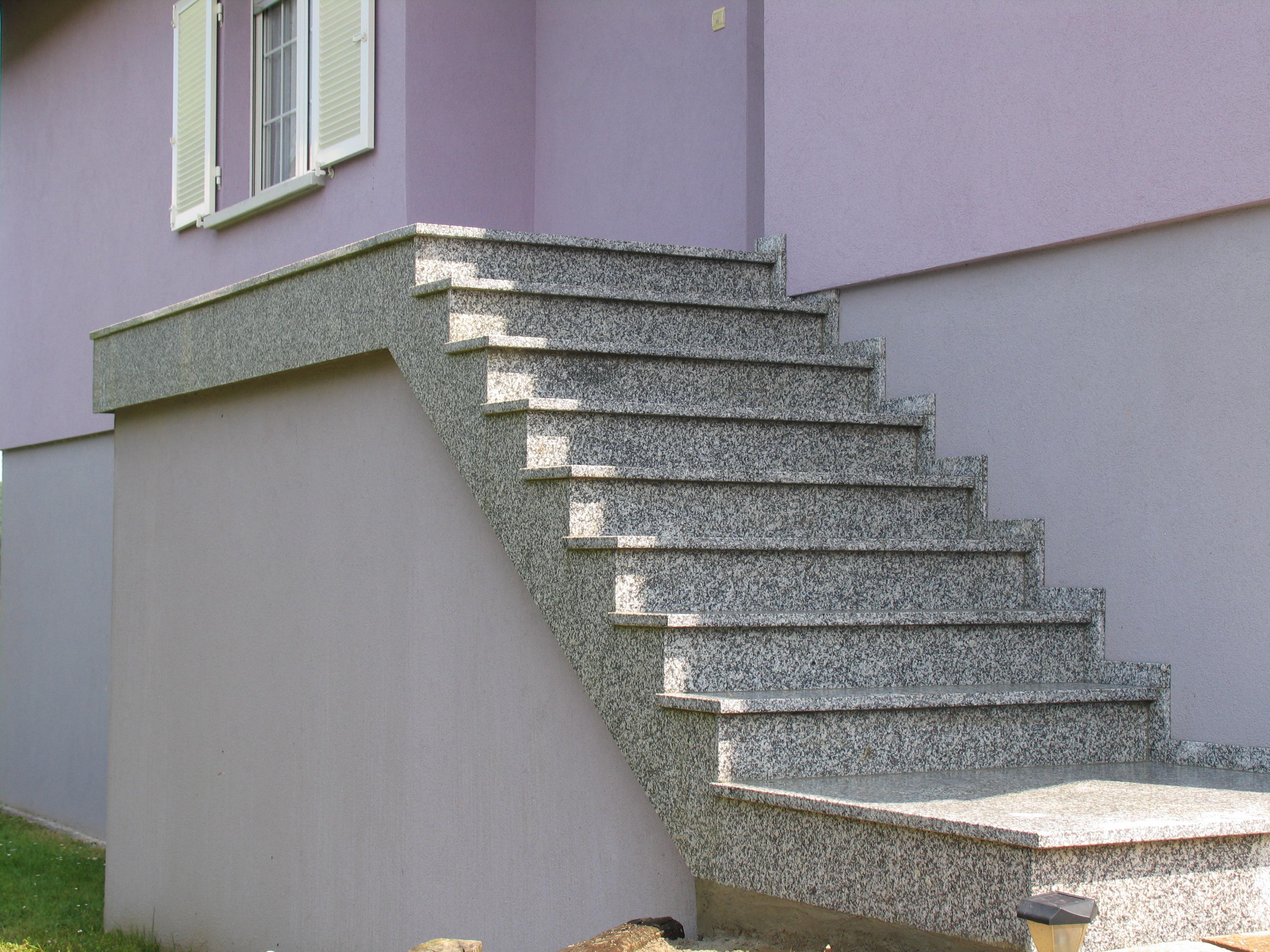 Escalier extérieur granit