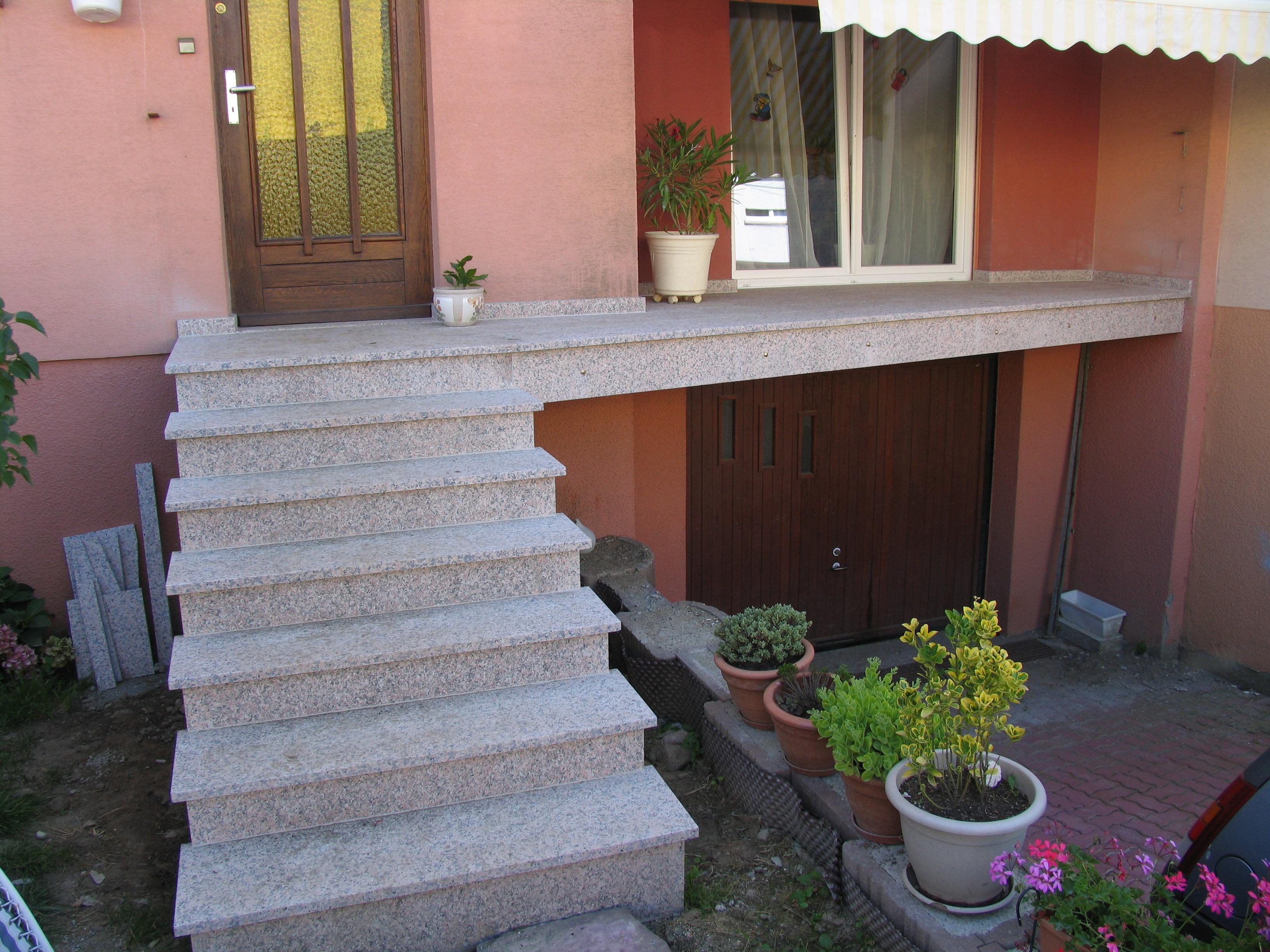Escalier extérieur granit dans le secteur de Masevaux