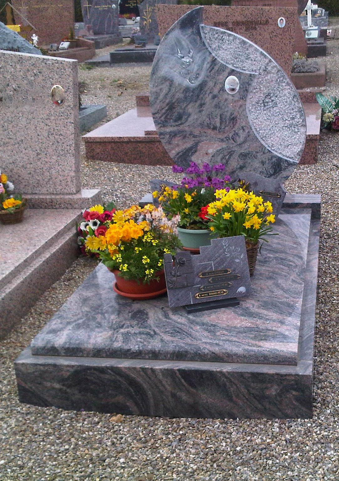 monument funeraire cimetière masevaux