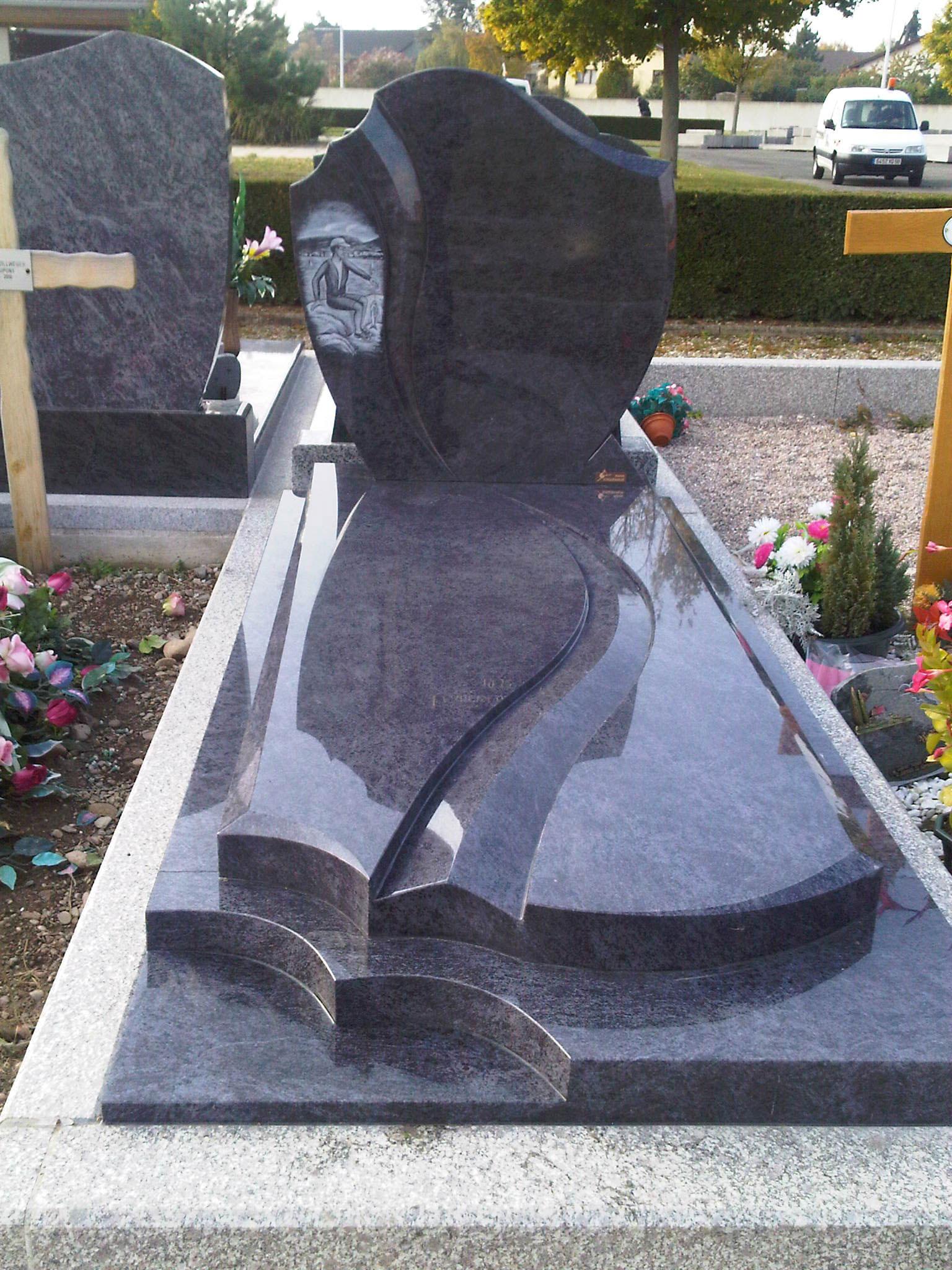 tombe monument funéraire cimetière wittenheim