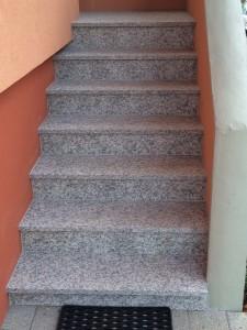 granit crema julia escalier béton