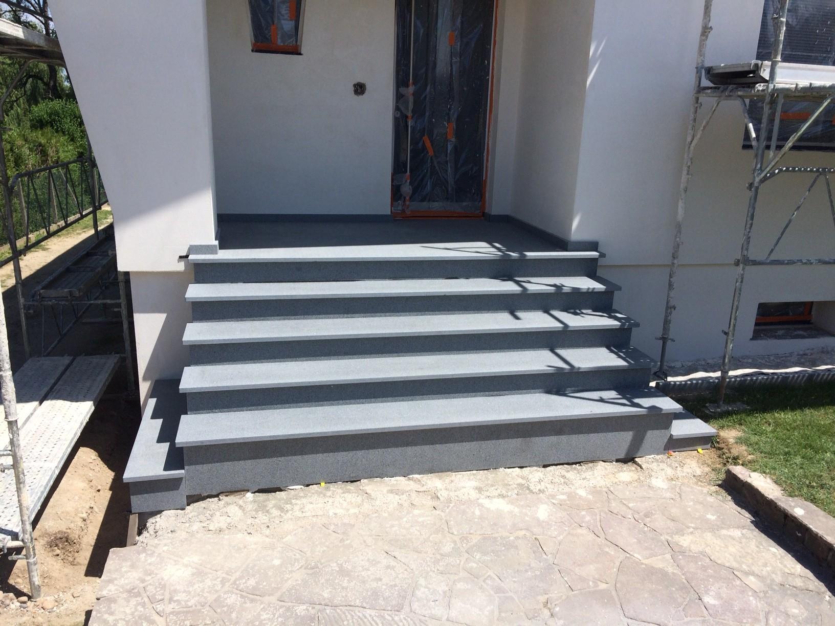 escalier en granit Dannemarie - gris anthracite - bleu ardoise - noir Kobra