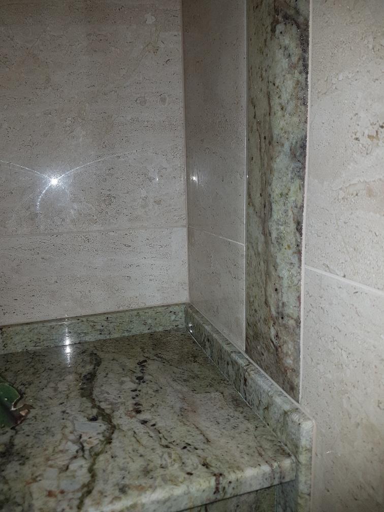 paroi salle de bain, pierre naturelle salle de bain 68