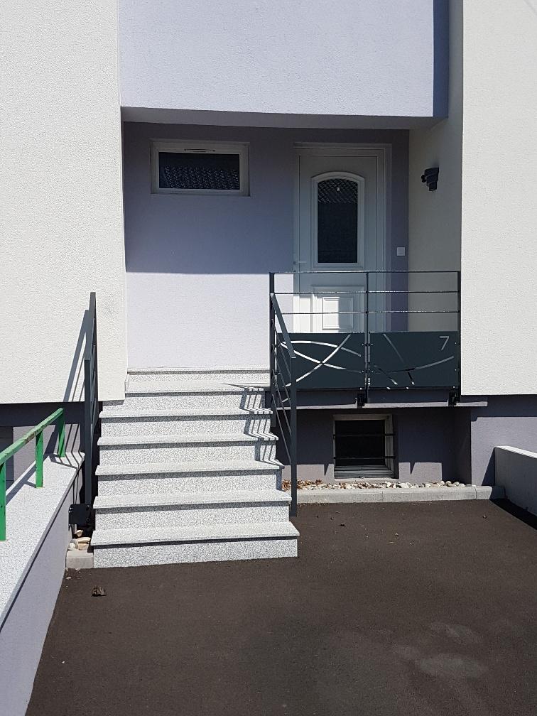 escalier exterieur granit gris clair