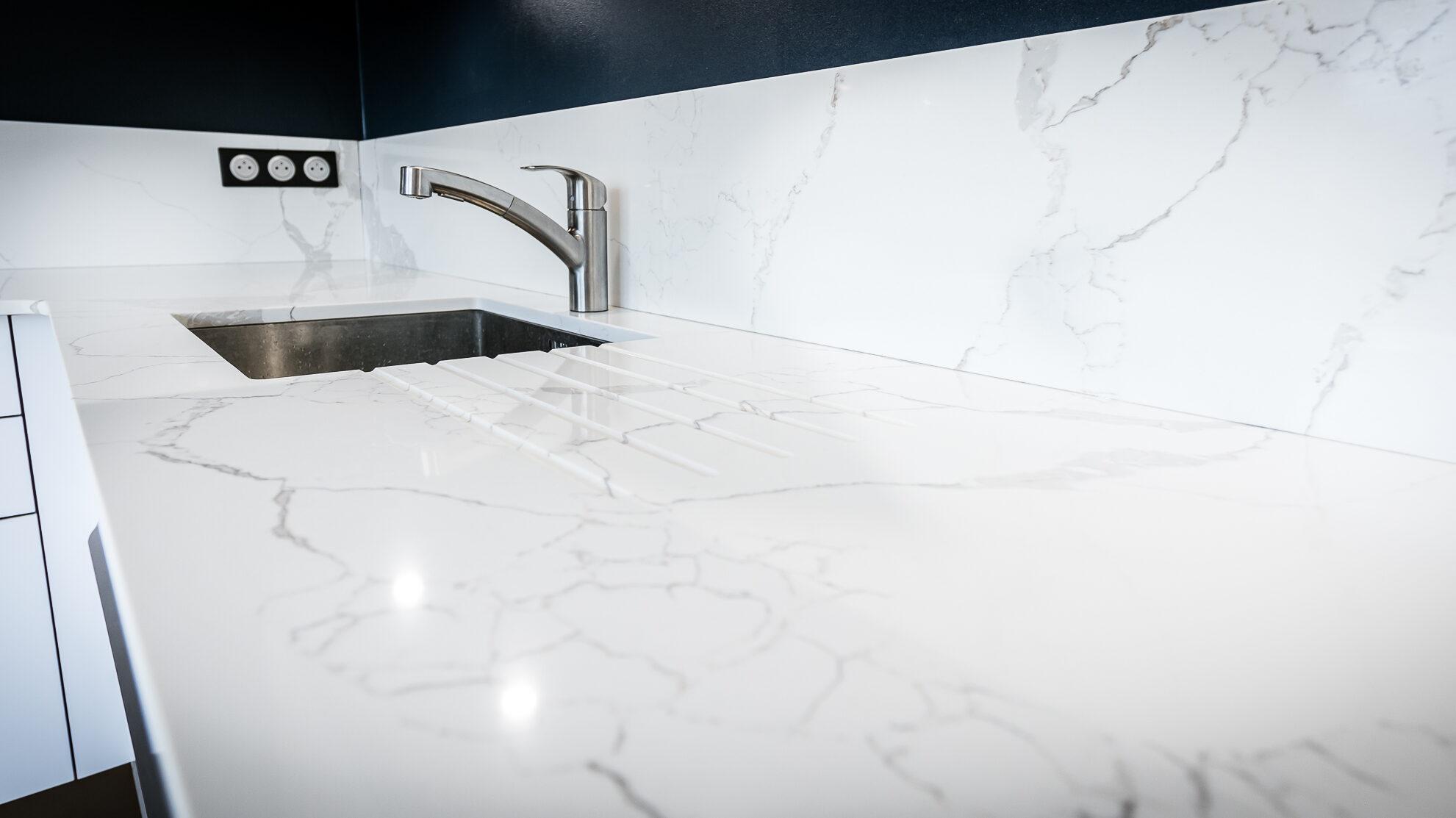 plan de cuisine quartz, céramique, marbre blanc